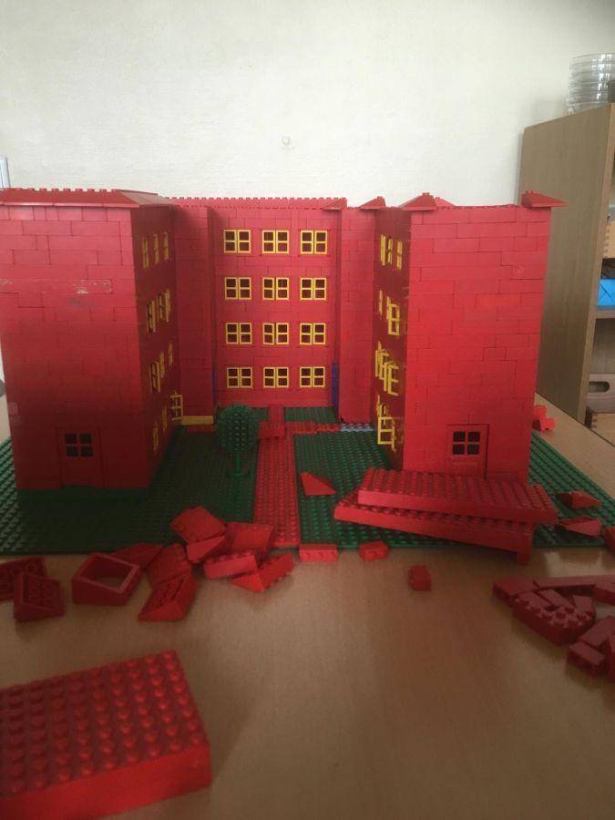 Robinsonschule aus Lego 8