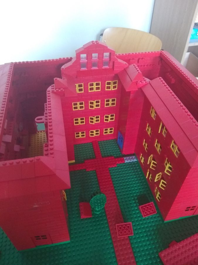 Robinsonschule aus Lego 9
