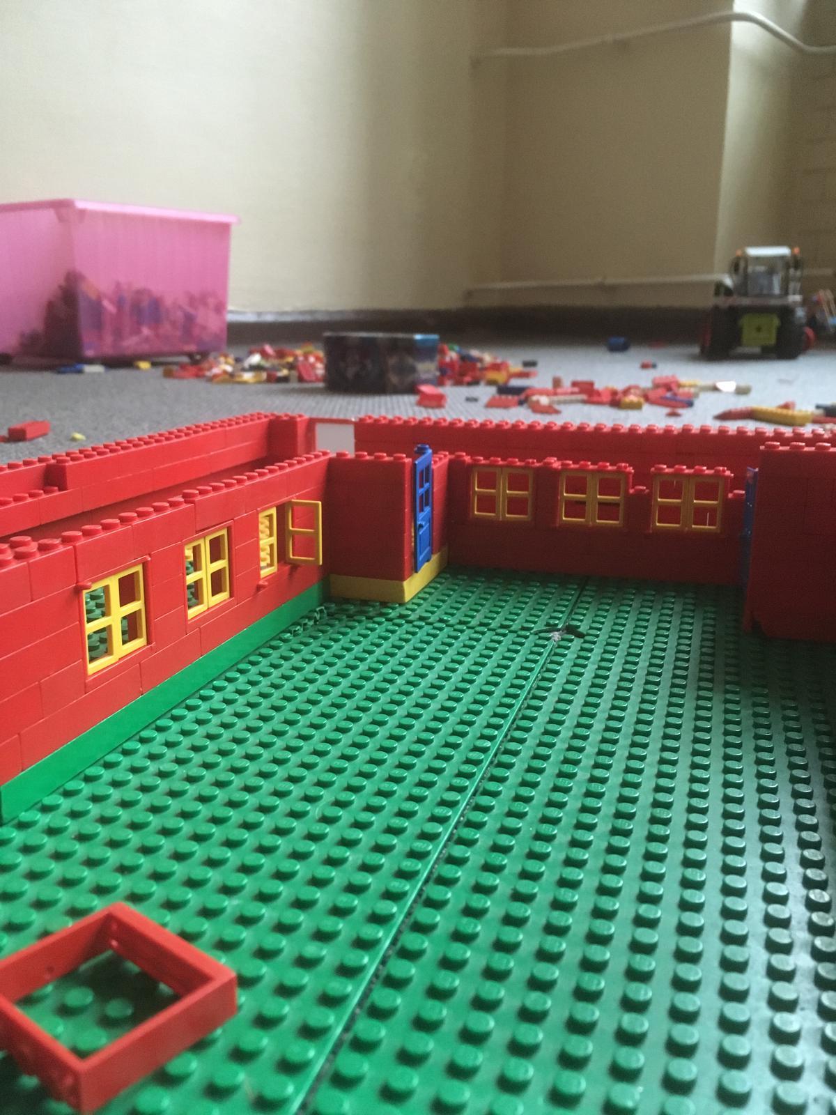 Robinsonschule aus Lego 2