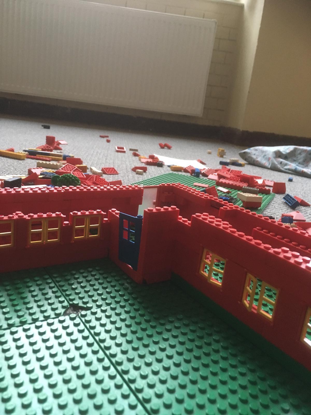 Robinsonschule aus Lego 3
