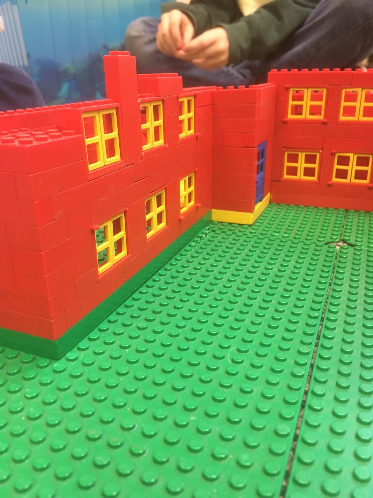 Robinsonschule aus Lego 5
