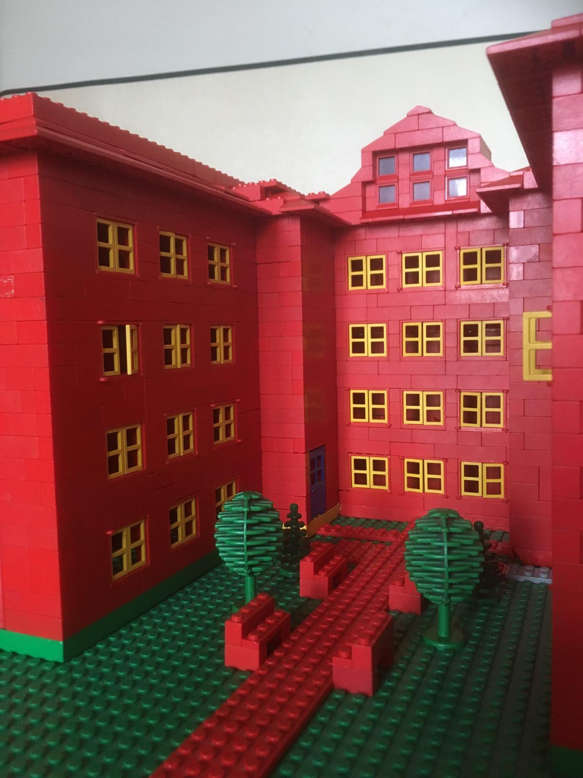 Robinsonschule aus Lego 12